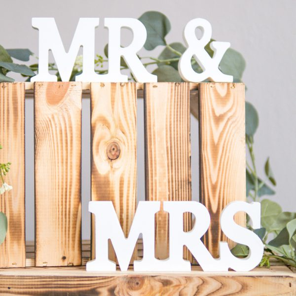 schriftzug_mr_and_mrs_hochzeit_weiß_weddingbymadison