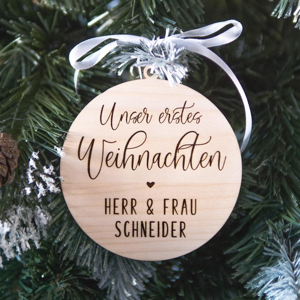 baumanhänger_weihnachten_personalisiert_name_datum_holz-geschenk_geschenkidee_brautpaar_hochzeit_braut_trauzeugin1