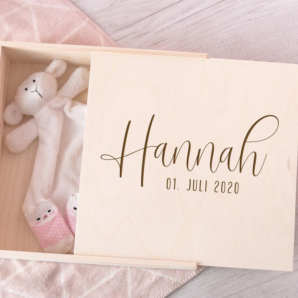 erinnerungsbox_kind_baby_geburt_geschenk_zur_geburt_idee_holzbox_erinnerungen_geschenkidee_personalisiert_name_geburtsdatum